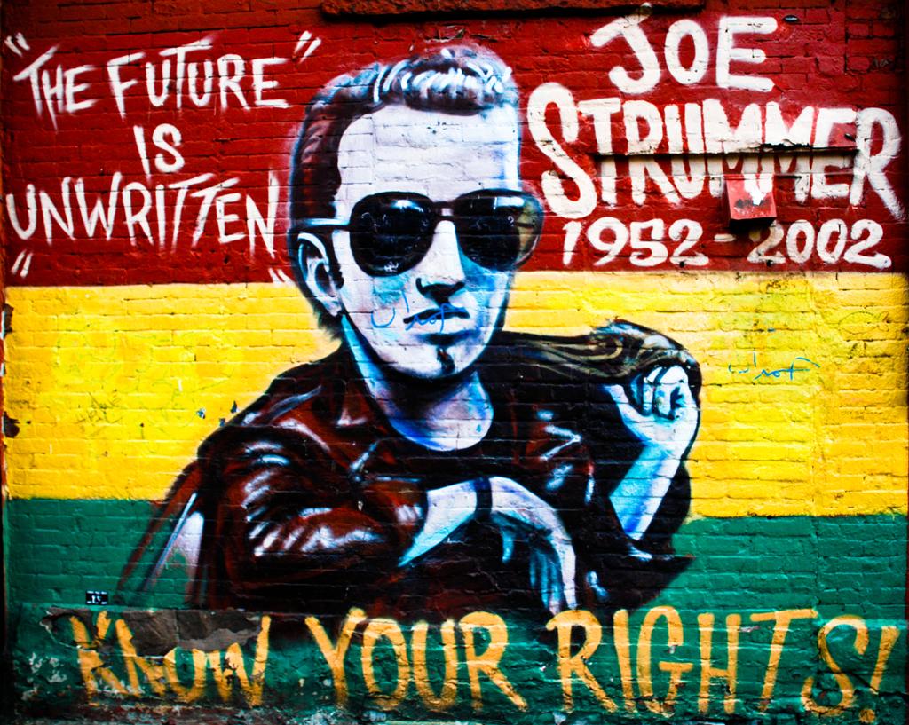 Joe Strummer, un cantante folk con la chitarra elettrica ...